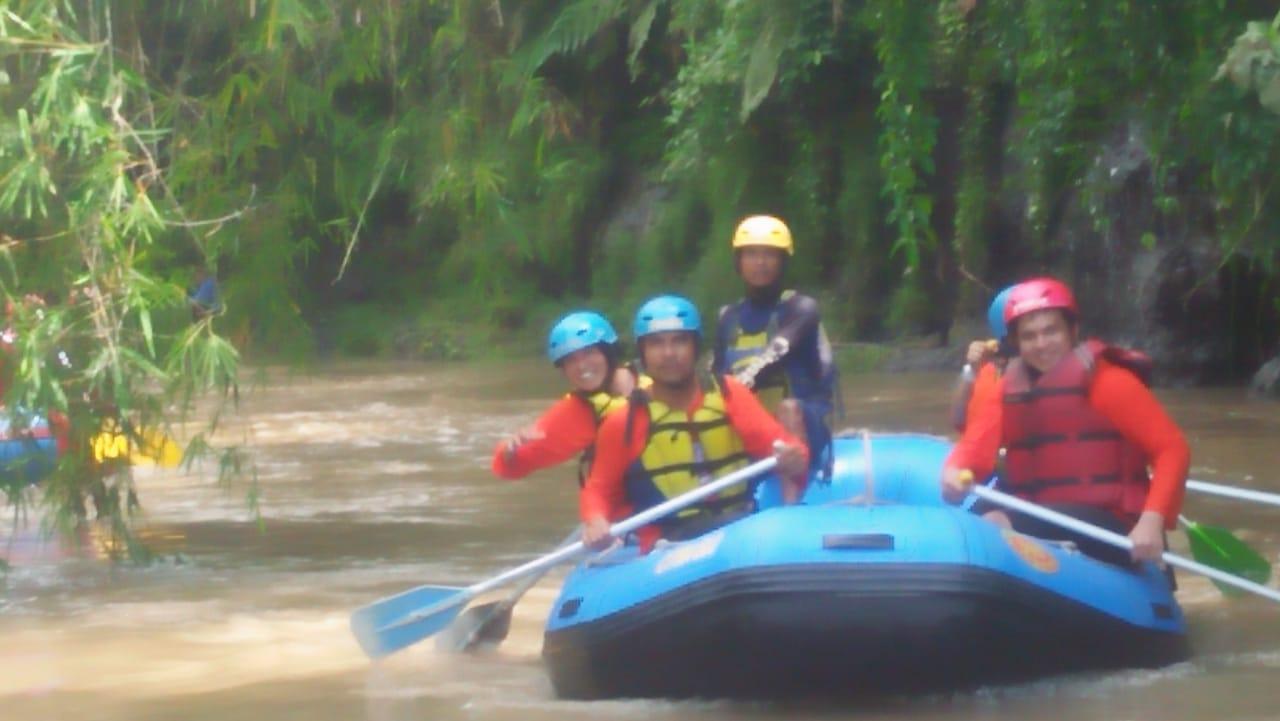 Rafting Bersama di Kali Elo
